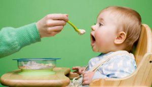 لیست خوراکیهای ممنوعه برای کودکان زیر یک سال ۱۱ نوع خوراکی که نباید به کودکان زیر یک سال بدهید